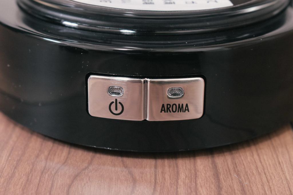 電源ボタンの横にアロマボタン