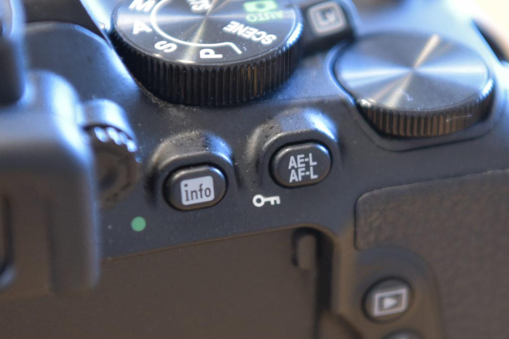 AEロックボタン