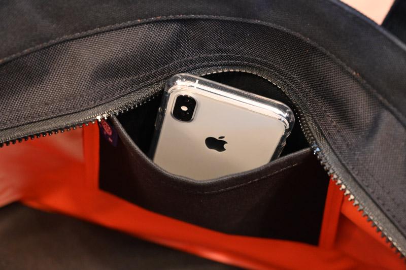 iphoneXSが入るサイズ