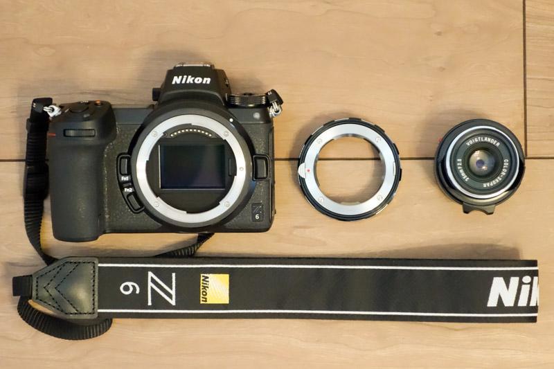 カメラとレンズをつなぐマウントアダプター
