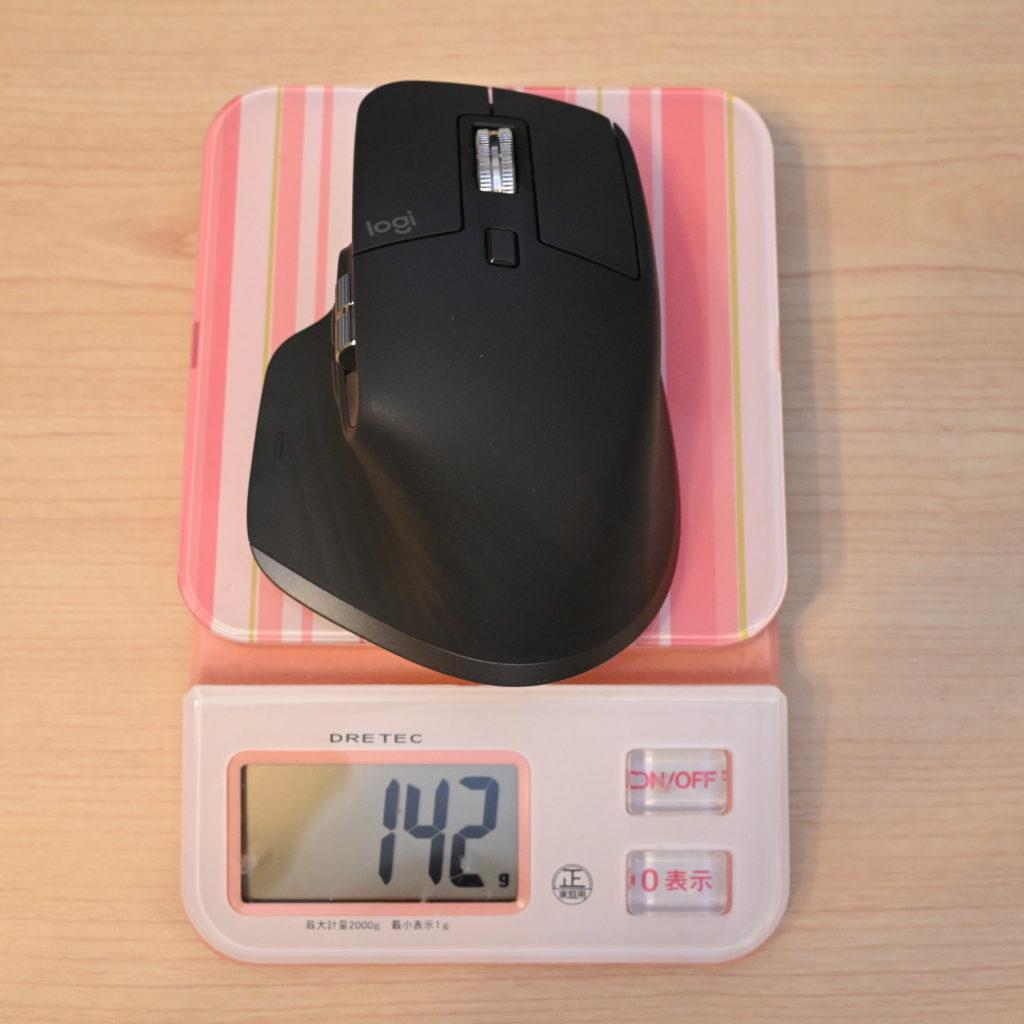 マウスの重量142グラム