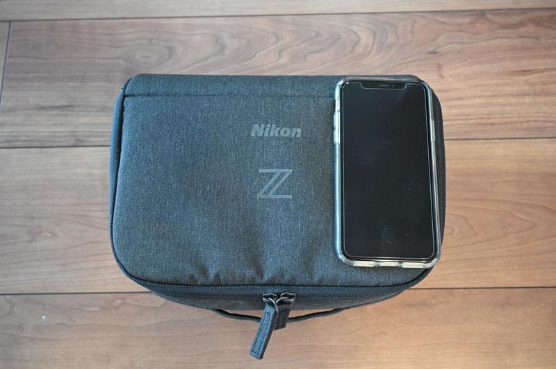 Nikon Z シリーズ用ジャストフィットバッグインバッグのiPhoneXsと比較